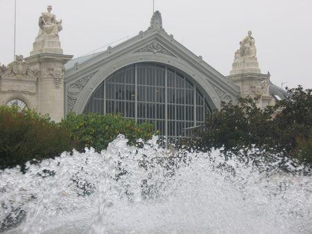 touraine: Fountain and Tours railway station Stock Photo