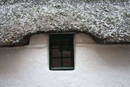 thatch: Snow covered thatch cottage Stock Photo