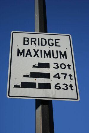 tonne: bridge maximum load sign