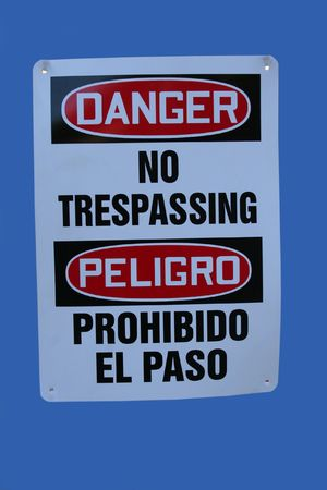 bilingual: Bilingual construction sign no trespassing