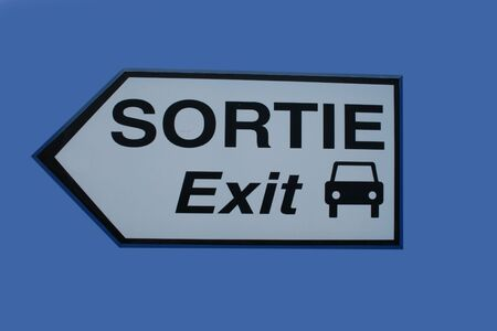 bilingual: bilingual exit sign in french and english