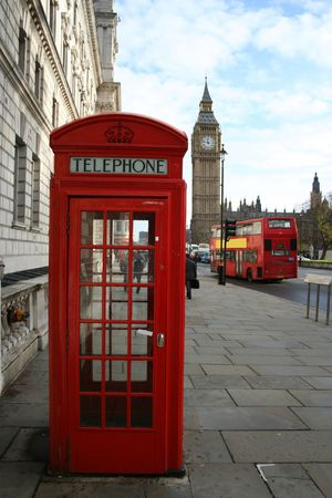 bus anglais: Cabine t�l�phonique britannique et grand Ben Londres