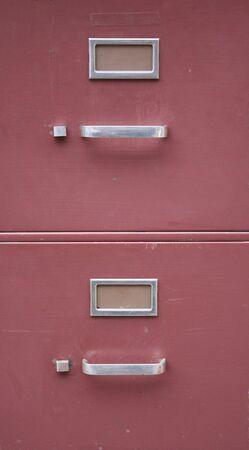 cajones: archivador de color rojo de fondo con dos cajones