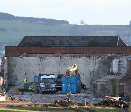 maquinaria pesada: sitio de demolici�n con maquinaria pesada