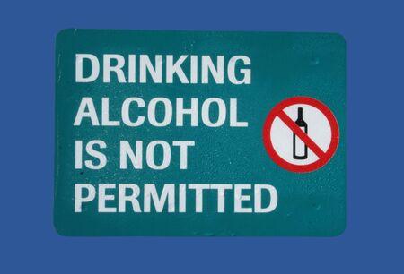 no beber alcohol con signo botella símbolo  Foto de archivo - 764586