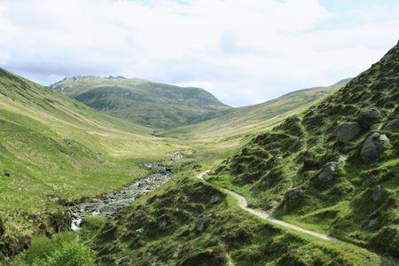 wandelpad leidt tot bergen eiland Arran Schotland