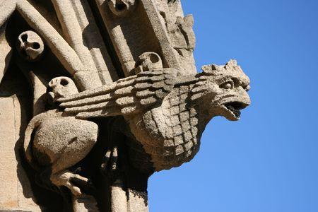 gargouille: gargouille sculpt�e dans la pierre sur la rue St Marie, la Vierge �glise Oxford
