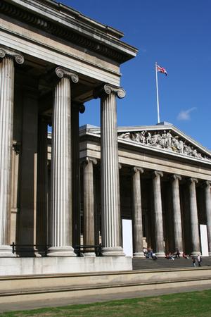 british museum: British museum with tourists