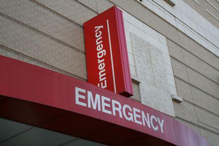 Emergency kamer entree met tekenen Ziekenhuis gebouw