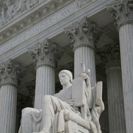 statue outside Supreme Court Washington DC Imagens