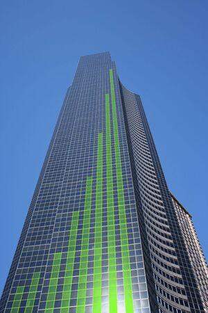 proceeds: verde en el cuadro de barras de alto rascacielos ilustraci�n Foto de archivo
