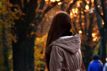 silueta humana: Chica en el Parque
