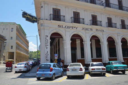 sloppy: Havana - July 31: cars parked outside the historic Sloppy Joe