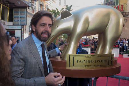 sanremo: Sanremo 2015, red carpet, Valerio Staffelli delivery tapir to RAI