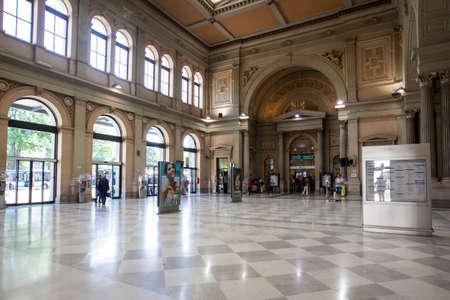 """terminus: El hermoso edificio de la estaci�n de tren de Trieste, la estaci�n es una """"cabeza"""" y es la terminal de la red ferroviaria en el noreste de Italia."""