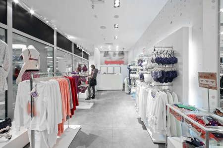 departamentos: moderno y luxurt tienda europea de ropa y ropa interior