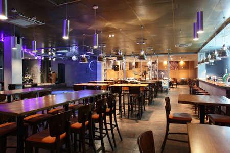 유럽 스타일의 새로운 깨끗한 고급 레스토랑
