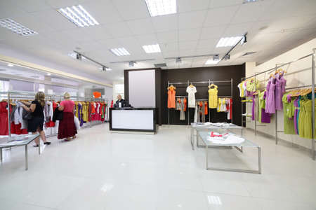 departamentos: de lujo y de moda europea distinta tienda de ropa