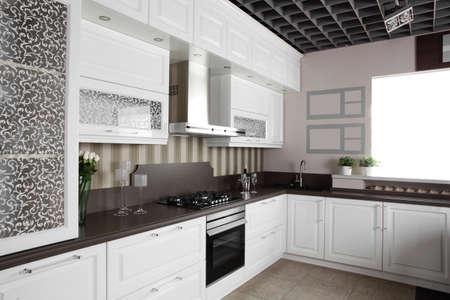 interno cucina di lusso con mobili moderni