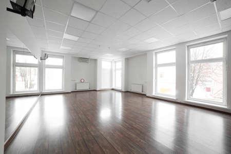 iluminacion: gimnasio en el club deportivo de lujo