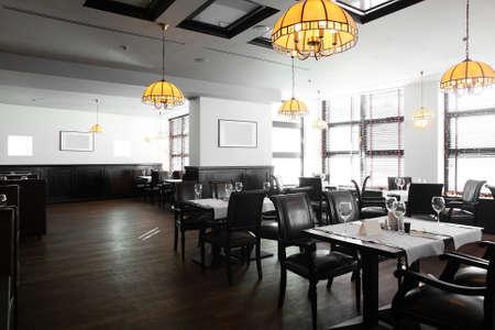 modern interieur: modern Europees restaurant met mooi en helder interieur