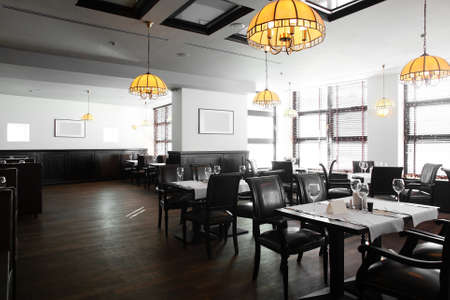 moderne: Restaurant europ�en moderne avec une belle et lumineuse int�rieur
