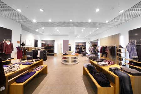 europejski sklep modne ubrania w pięknym centrum handlowym