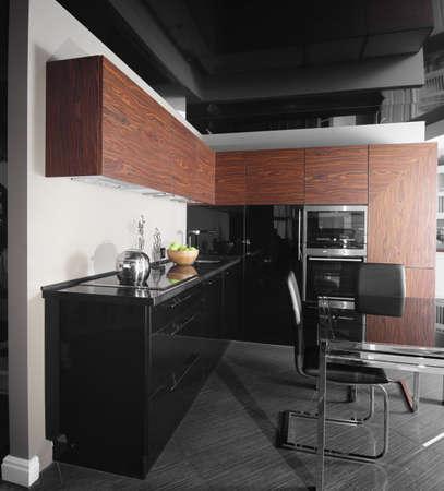 bello e il modello interno di cucina luminosa