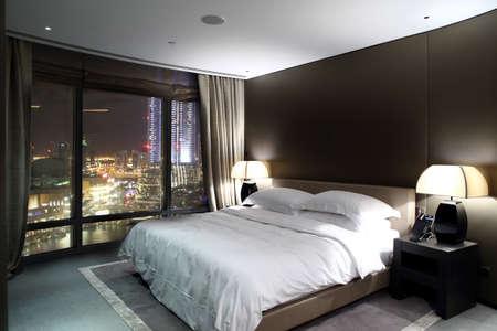 ヨーロッパの寝室の明るいとブランドの新しいインテリア 写真素材