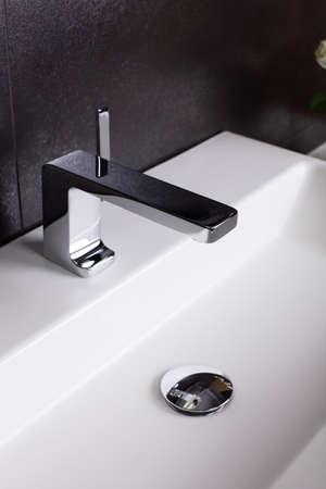 Interior of brand new bathroom with mirror Standard-Bild