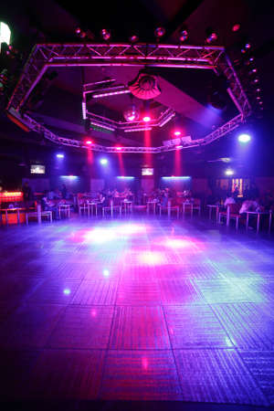 明るく、美しい夜のクラブのカラフルなインテリア 写真素材 - 28540421