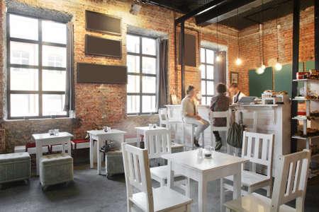 Schöne neue europäische Restaurant in der Innenstadt Standard-Bild - 31876915