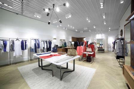 ropa casual: de lujo y de moda nuevo interior de la marca de tienda de ropa