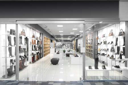tienda de zapatos: ventana brillante y de moda de la tienda europea moderna
