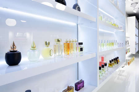 light and stylish luxury perfume store with famous fragance 免版税图像 - 32342776