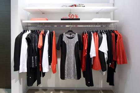 Y la marca de moda de lujo nueva inter de tienda de ropa Foto de archivo - 54649072