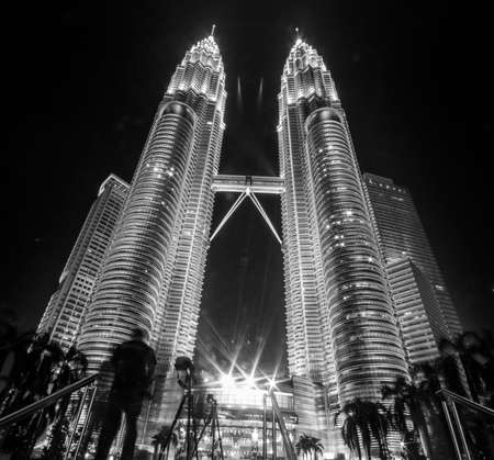 twin tower: twin tower Editorial