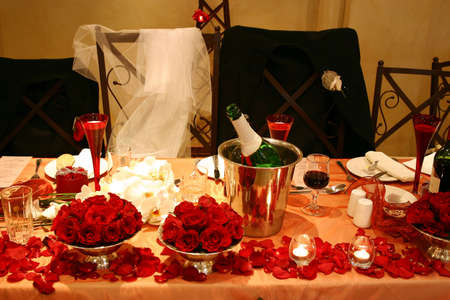 cor: bridal table setting in red and white for two