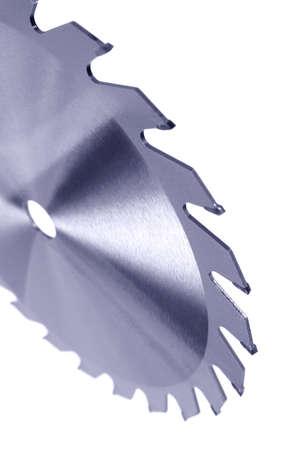 Carbide getipt circulaire powersaw mes geïsoleerd op een witte achtergrond.