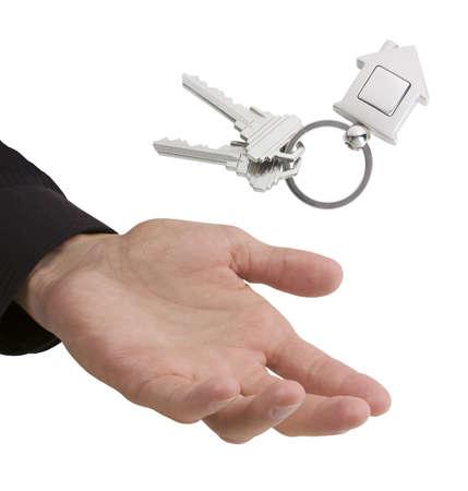 gevangen: Hand vangen of gooien toetsen met huis-vormige fob, met ruimte voor uw logo of afbeelding Stockfoto