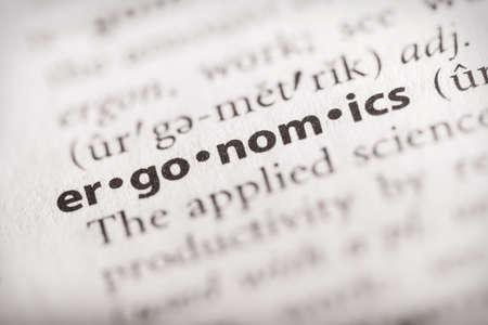 Enfoque selectivo en la palabra ergonomía. Muchas más fotos de palabras en mi cartera.