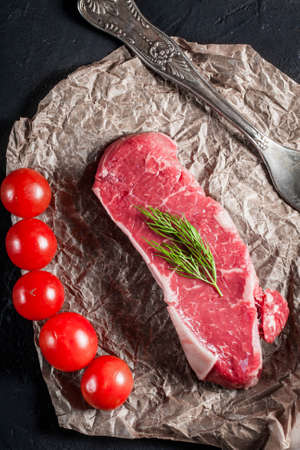 marbled effect: Raw steak with tomatoes, mushrooms and dill.
