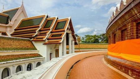 Upper walkway at Wat Phrapathomchedi