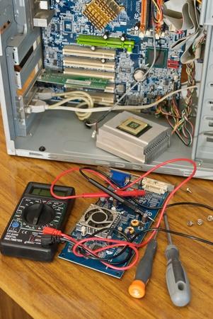 La caja de sistema abierto de la computadora con placa de circuito para su reparación Foto de archivo - 12604971