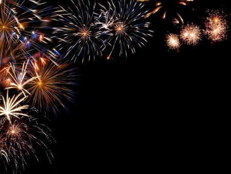 設計のためのあなたのテキストのための場所でカラフルな休日花火からフレーム 写真素材