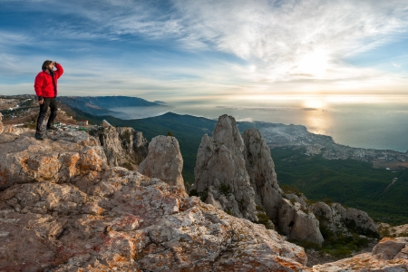 A man standing at mountain top looking to the future beautiful sunrise Фото со стока - 18517959
