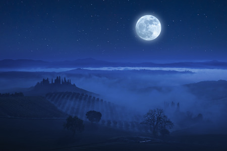Night landscape with Tuscany valley and beautiful stars in sky Фото со стока - 71983339