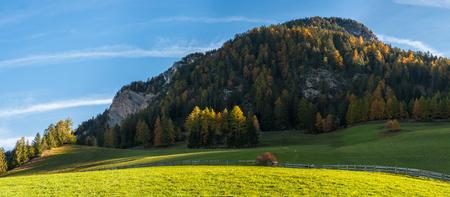 Landscape with autumn view on Dolomites in world famous alpine village Santa Maddalena Val di Funes Stockfoto