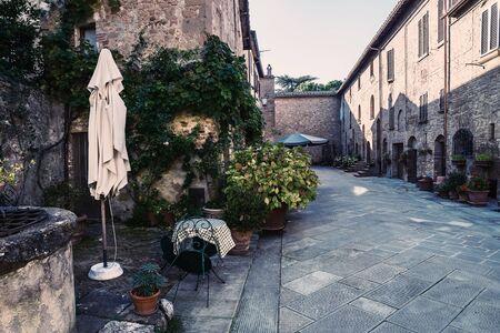Beautiful quiet streets of ancient European city, Pienza, Italy. Vintage stylization, retro film filter 版權商用圖片