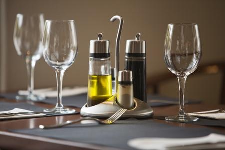 tavolo da pranzo: Tavolo da pranzo ristorante, set e pronto Archivio Fotografico